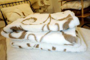 Prikrývka z ovčej vlny Vlna tmavo hnedá, hrejivý a mäkký paplón pre zdravý spánok
