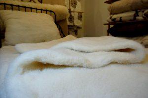 Prikrývka z ovčej vlny Biela, hrejivý a mäkký paplón pre zdravý spánok
